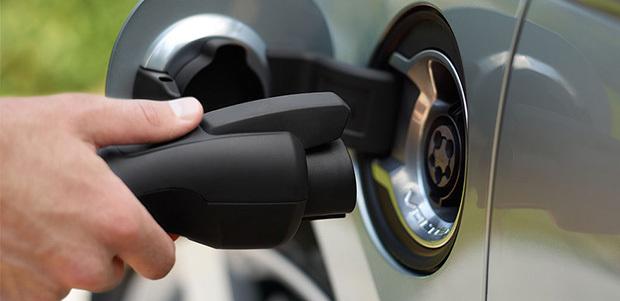 Custom_campaign_image_charging-car-cu-620